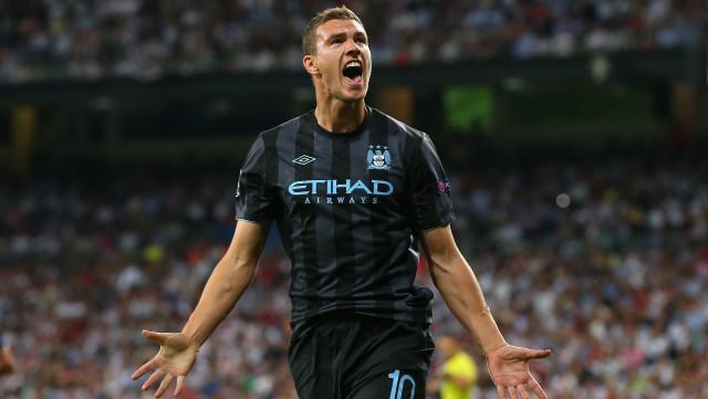 Edin Džeko slaví gól do sítě Realu, k zisku bodů to ale nestačilo