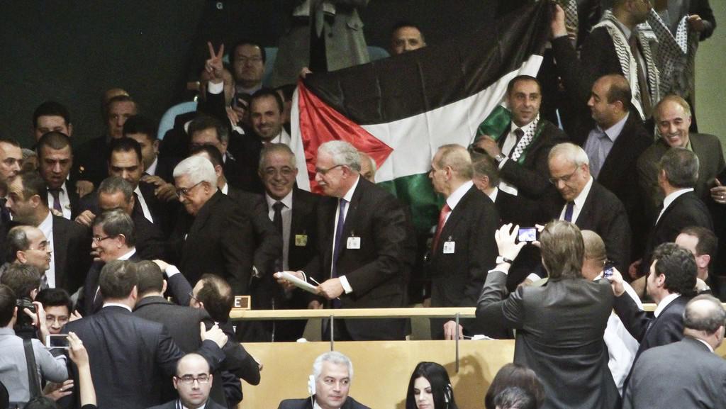 Palestinská delegace v čele s Mahmúdem Abbásem po hlasování