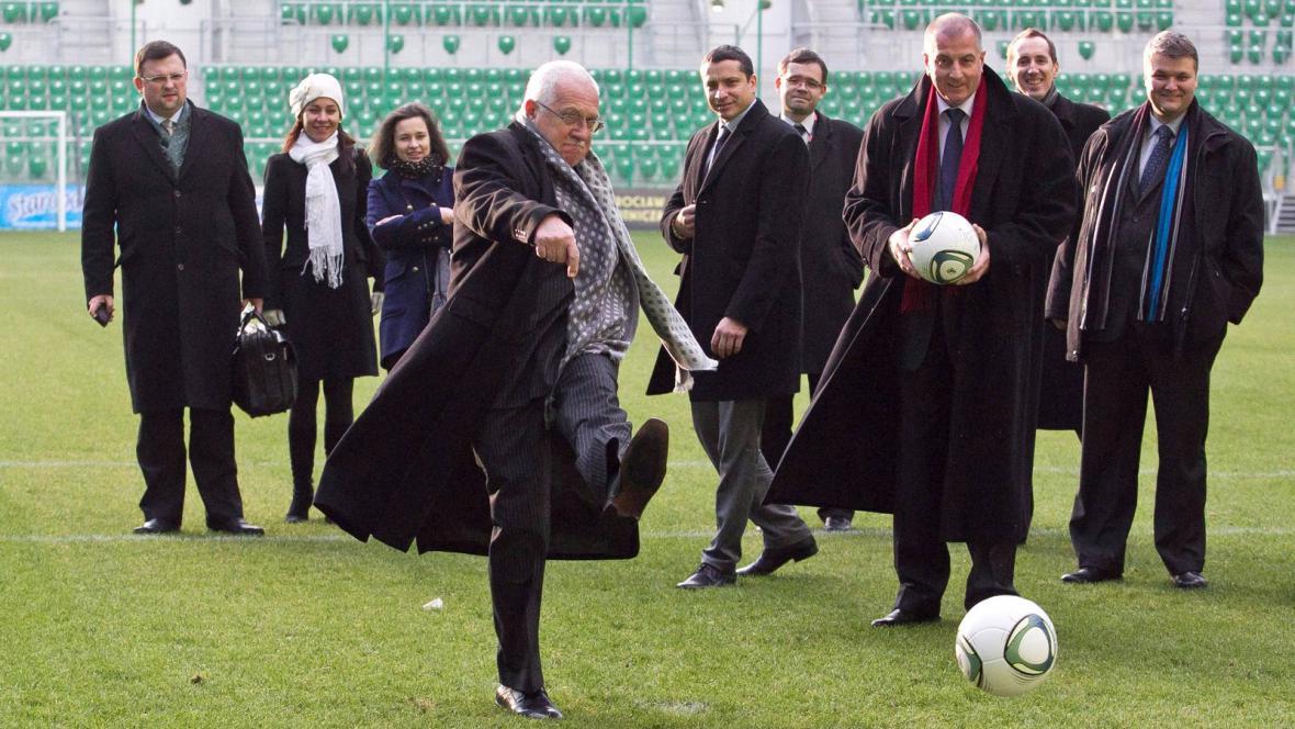 Václav Klaus na stadionu ve Vratislavi