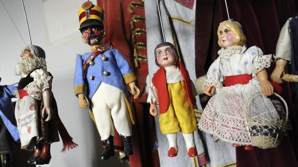 Výstava historických hraček na zámku Děčín