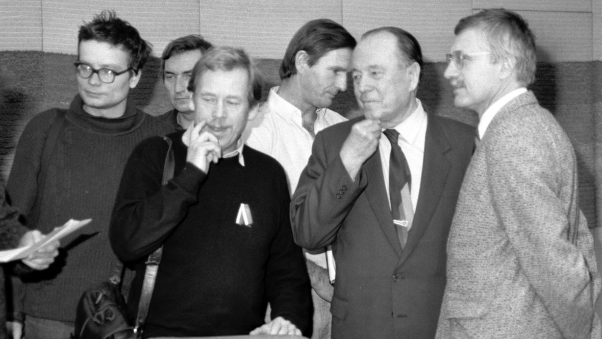 Jednání Občanského fóra v roce 1989, Vondra úplně vlevo