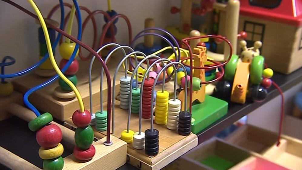 Střediska rané péče vozí ke svým klientům stimulující hračky