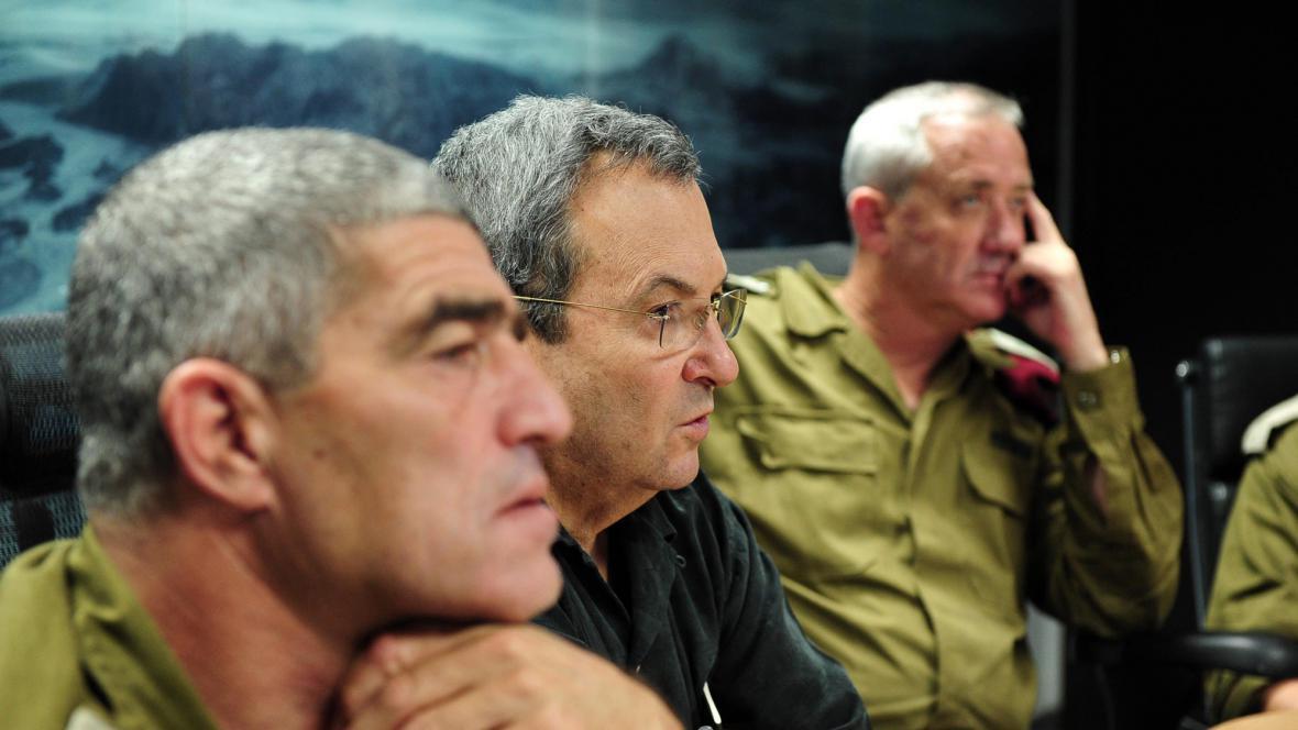 Ehud Barak (uprostřed)
