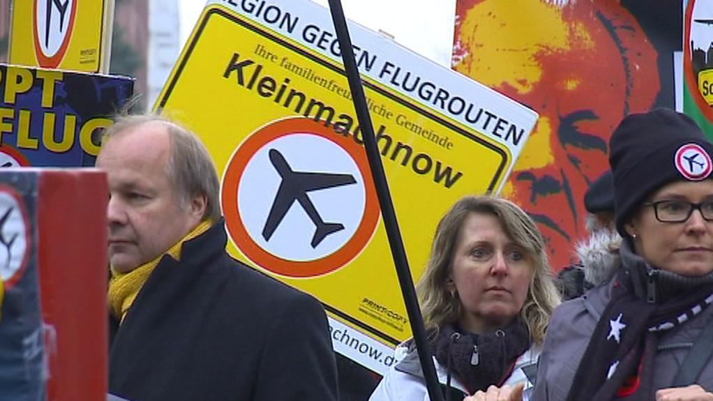 Demonstrace proti leteckému hluku