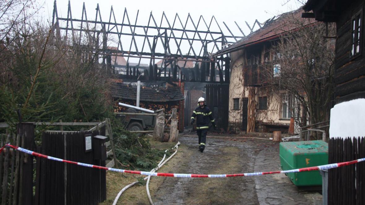Stodolu požár zcela zničil