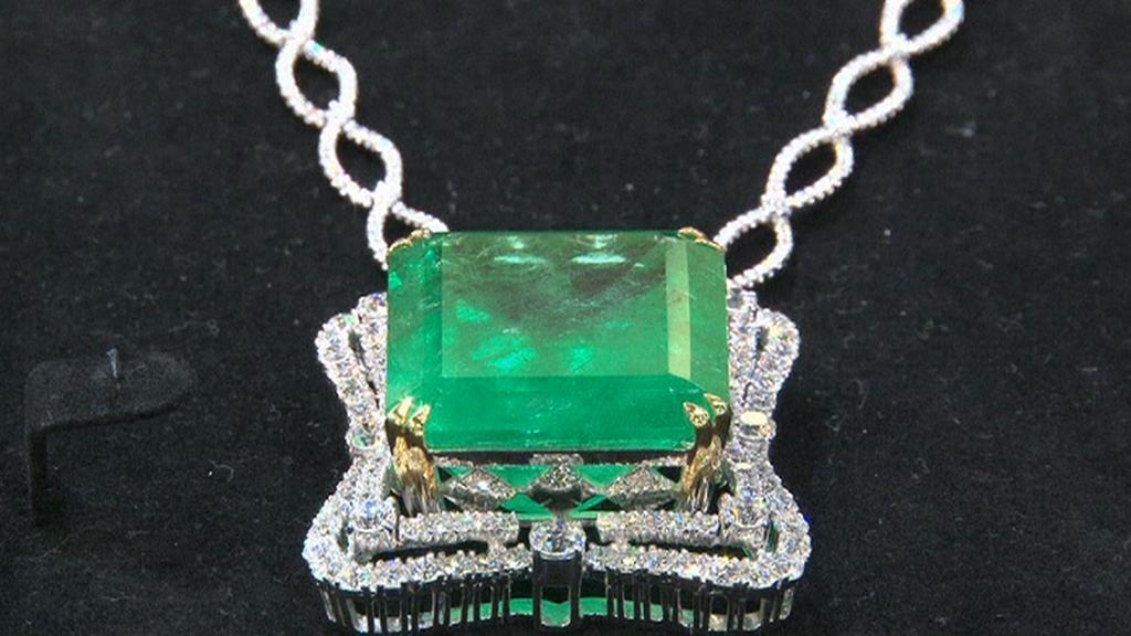 Smaragdový náhrdelník za téměř 20 milionů korun