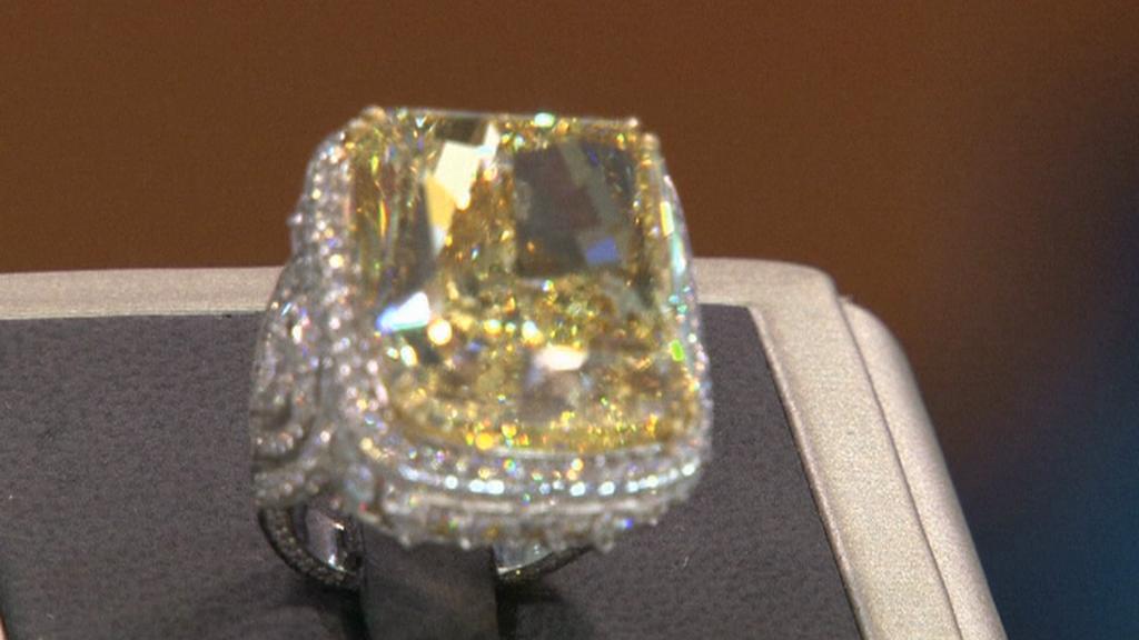 Žlutý diamantový prsten za skoro 95 milionů korun