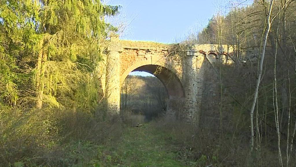 Chátrající památný most u Velkého Meziříčí