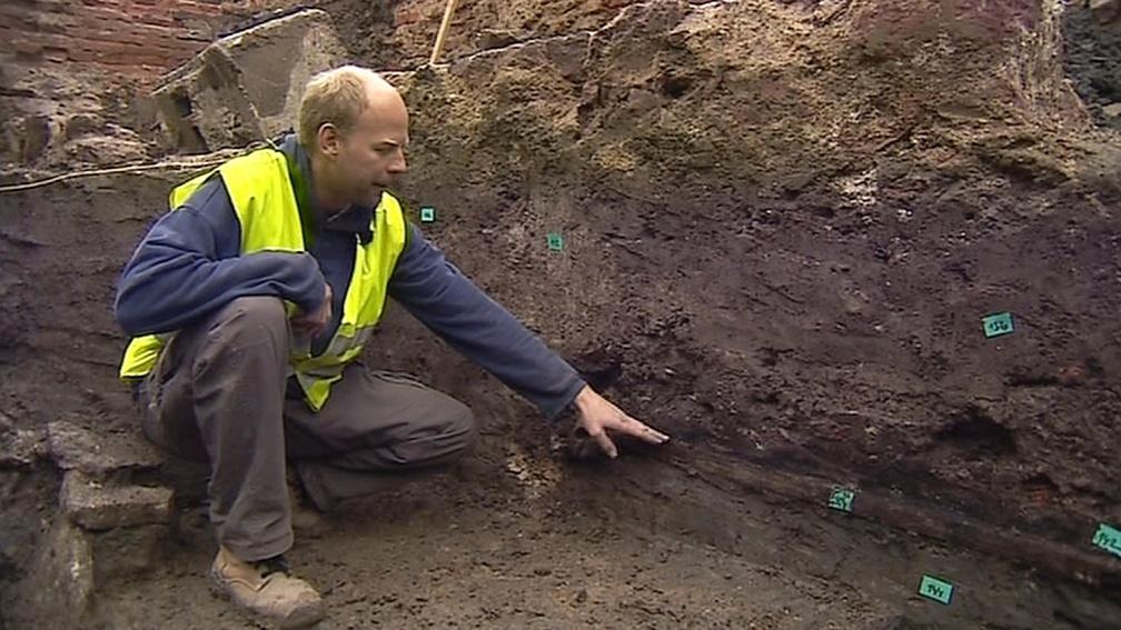Archeologové zkoumají místo, kde vyroste polyfunkční dům