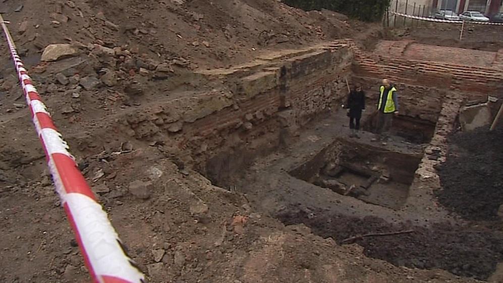 Archeologové odhalili základy staré kožedělné dílny