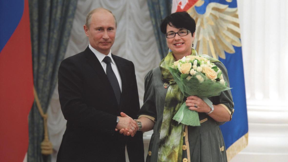Vyznamenání převzala Holečková z rukou Vladimíra Putina