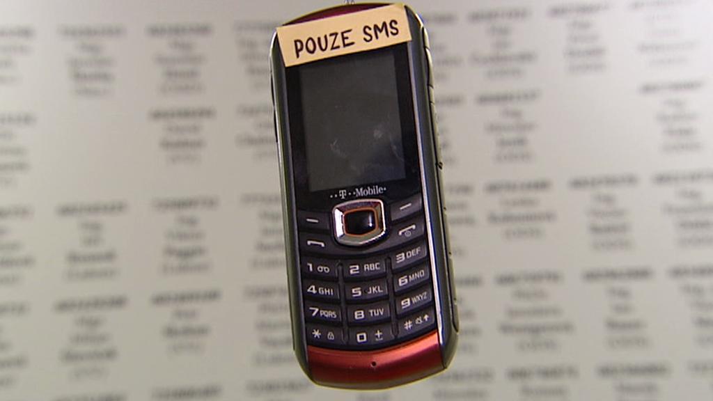 Ztohoven zveřejnili telefony politiků