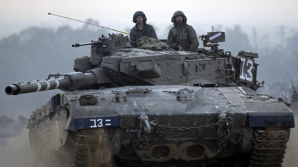 Izraelské tanky se přesunují na nové pozice