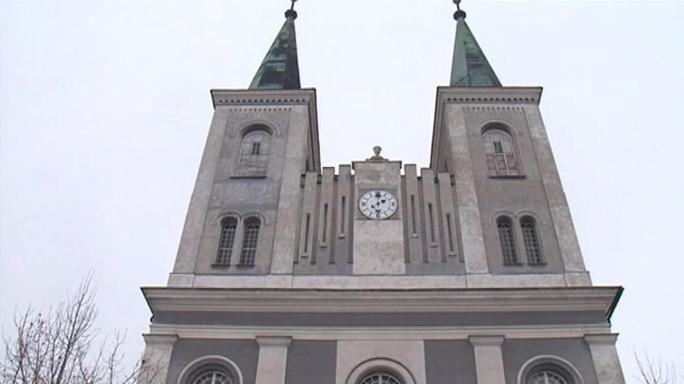 Krovy věží jsou v havarijním stavu