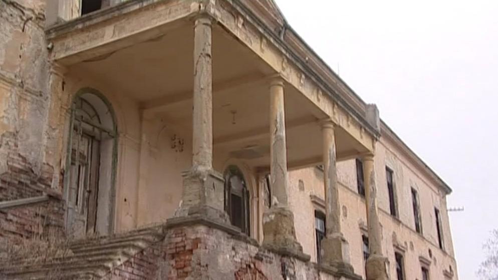 Zámek v Hrušovanech nad Jevišovkou chátrá už řadu let