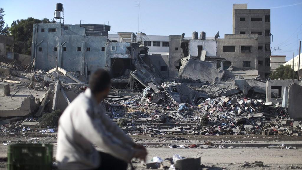 Trosky gazské policejní stanice zasažené izraelským náletem