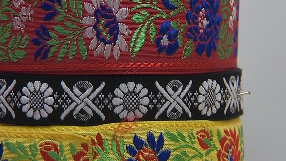Tradiční motivy krojů z dílny v Uherském Ostrohu