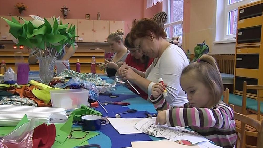 Dobrovolníci vyráběli větrníky i v centru Matáta v Brně