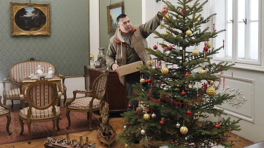 Příprava na vánoční prohlídky na zámku Hrubý Rohozec