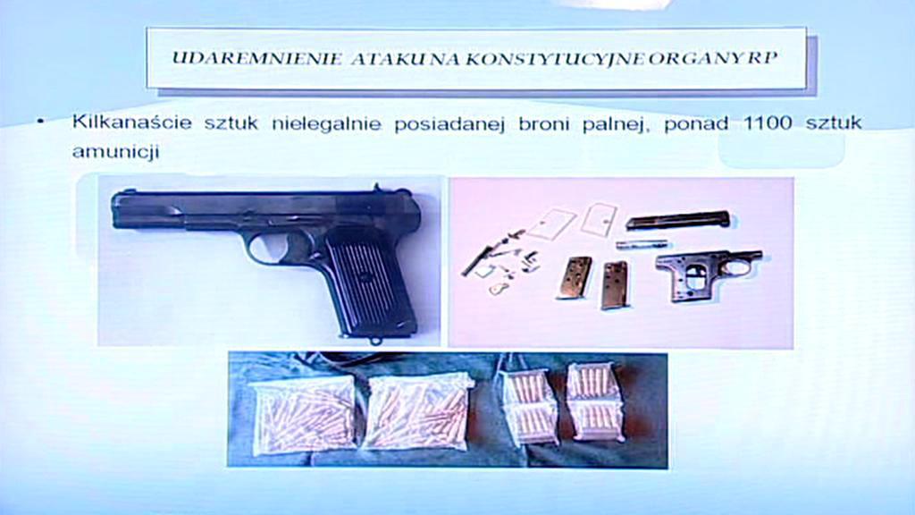 Zbraně a munice nalezené u útočníka