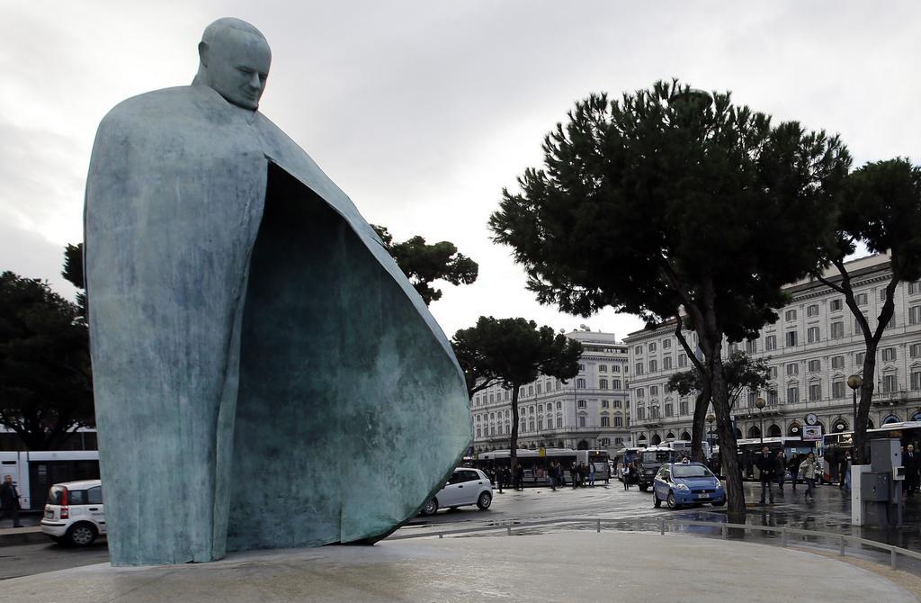 Podoba sochy Jana Pavla II. vyvolala kontroverze