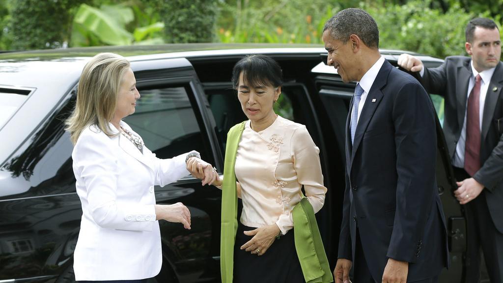 Barack Obama a Hillary Clintonová navštívili Su Ťij