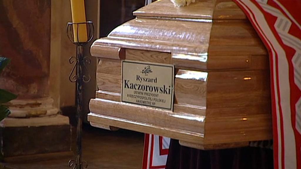 Rakev s ostatky Ryzsarda Kaczorowského