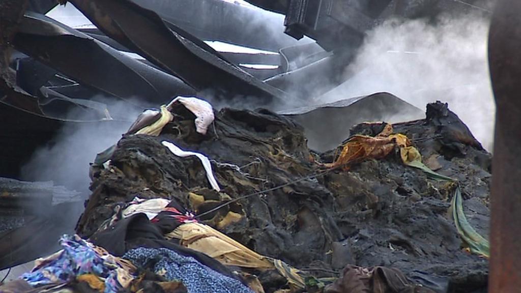 Zbytky vyhořelé skládky v osadě Arnoltice