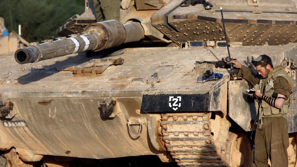 Izraelské tanky na hranici s Gazou