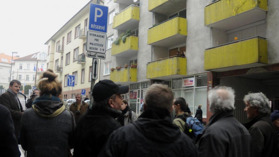 Symbolická blokáda bytu Alojze Lorence