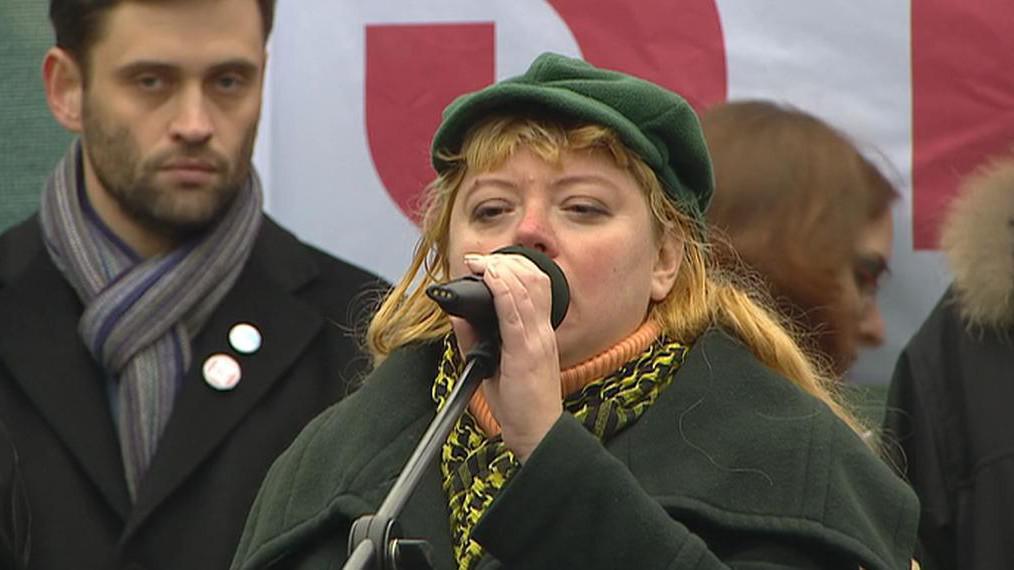 Ilona Švihlíková při projevu na Václavském náměstí