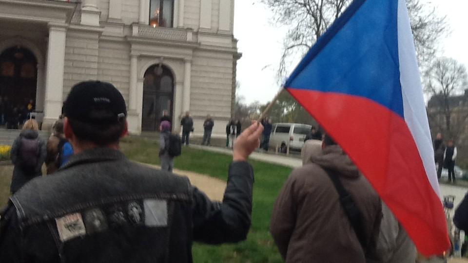 Na shromáždění v centru Brna dorazily desítky lidí