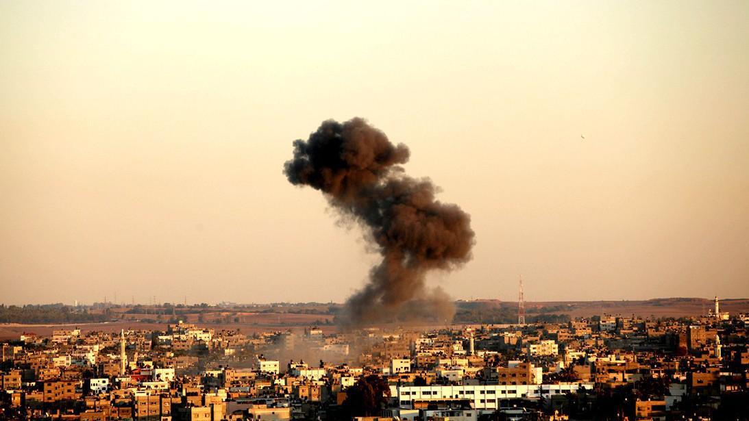 Dým v Gaze po leteckých útocích Izraele