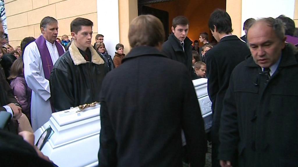 Poslední rozloučení s obětí rallye v Lopeníku