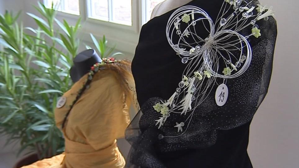 Další soutěžní kategorií byl květinový šperk