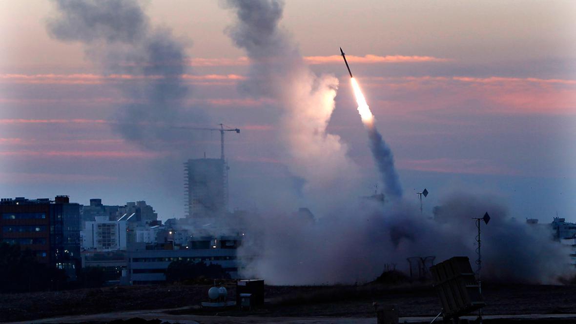 Mezi pásmem Gazy a Izraelem létají rakety