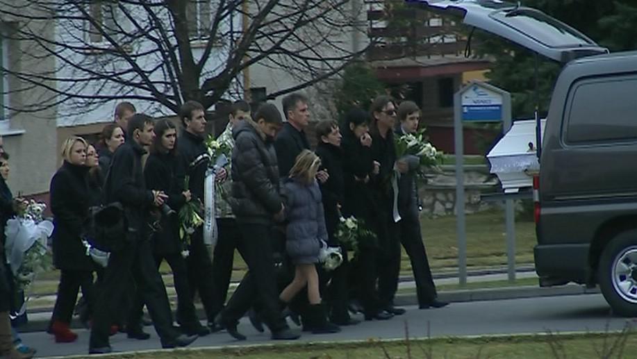 Pohřeb dvou dívek, které tragicky zemřely při rallye