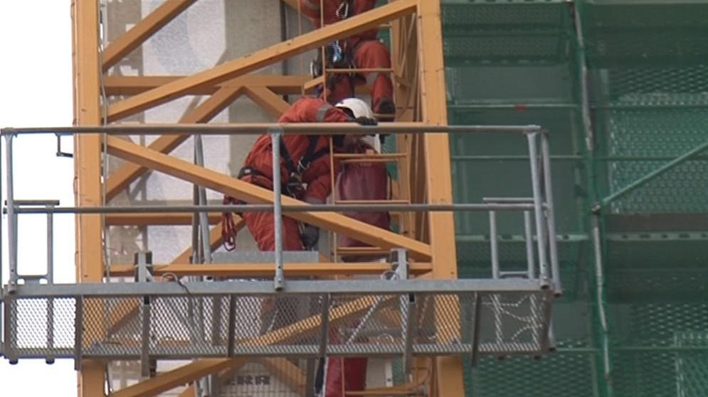 Desítka hasičů a záchranářů trénovala zásah už od rána