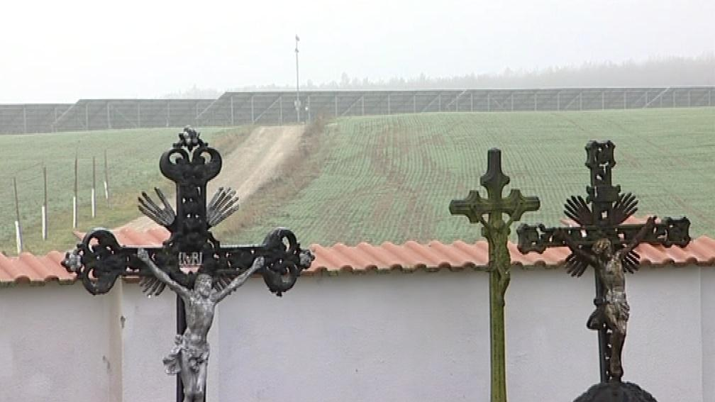 Peníze na zasíťování hřbitova obec získala i díky solární elektrárně
