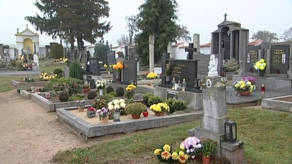 Místo na některých hřbitovech dochází