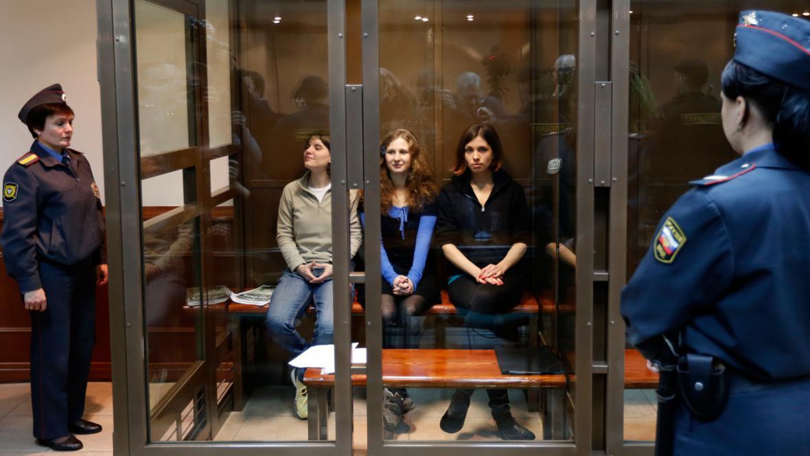 Členky Pussy Riot u odvolacího soudu