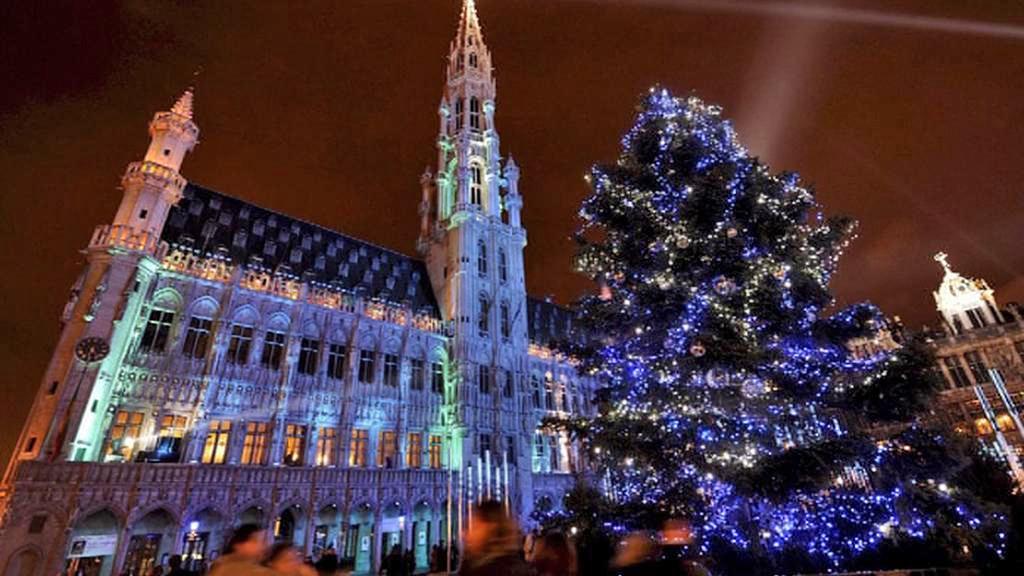 Tradiční vánoční strom v Bruselu