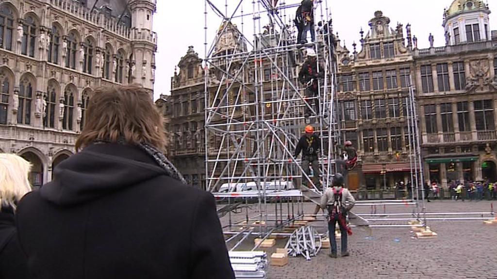 Brusel chystá na Velkém náměstí instalaci kovového vánočního stromu