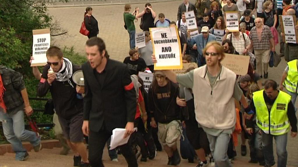 Demonstrace proti stavbě