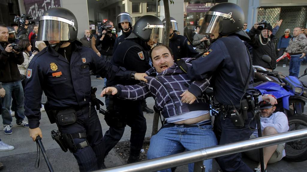 Potyčky s policií ve Španělsku