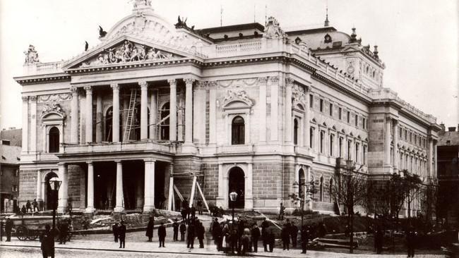 Mahenovo divadlo na archivním snímku