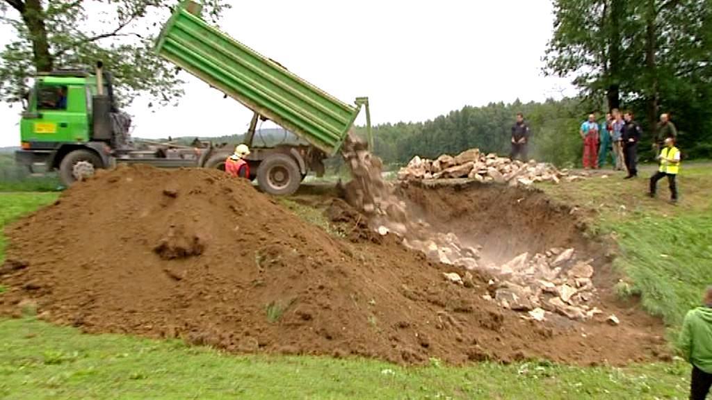 Oprava hráze v Zachotíně