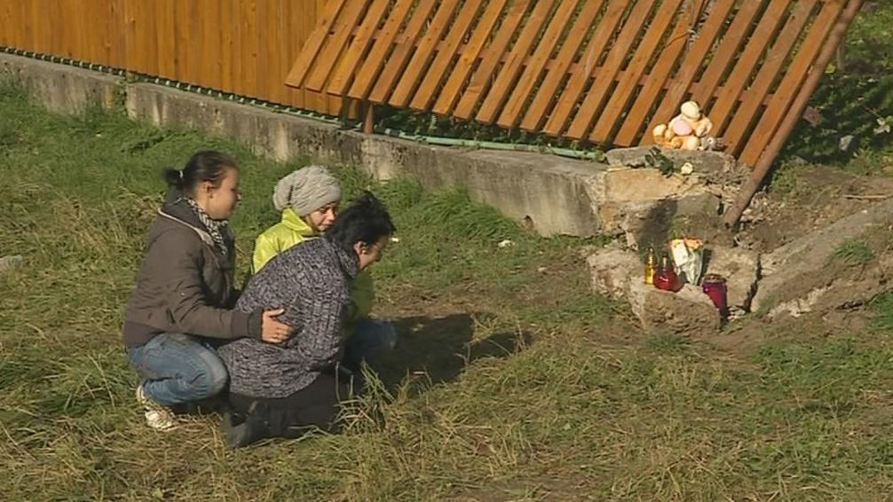 Pozůstalí po obětech sobotní nehody truchlí