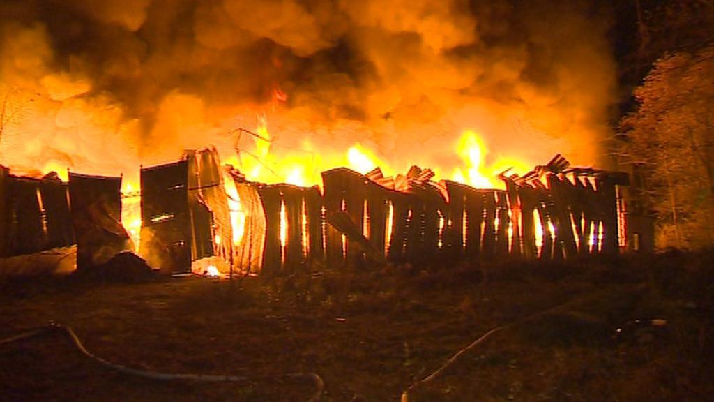 Požár skladu textilu v Arnolticích
