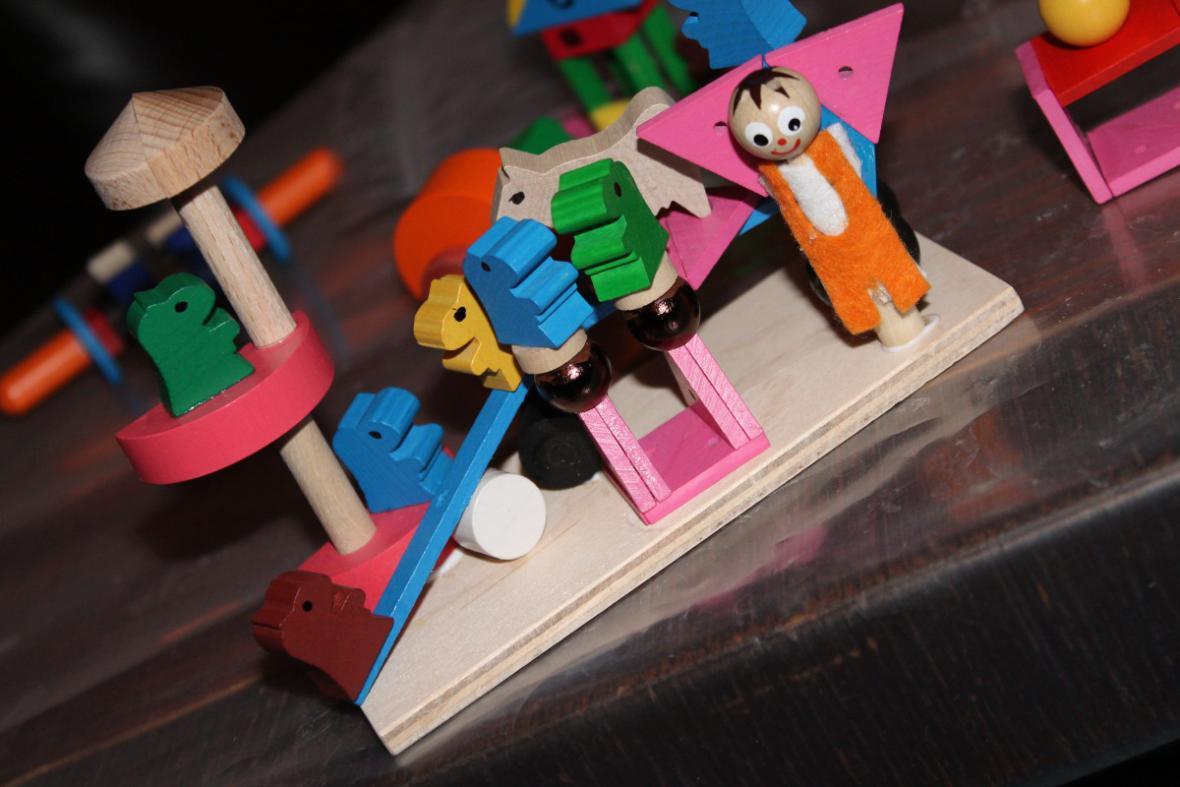 Výstava dřevěných hraček v Lomnici nad Popelkou